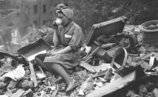 drinking-tea-in-london