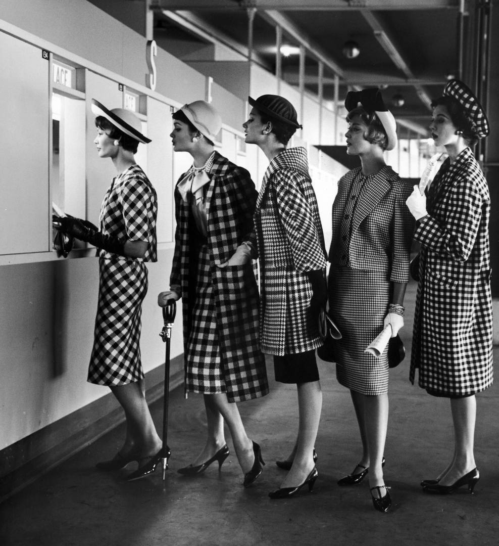 Fashion Models In Retro Pictures History Lovers Club Page 17