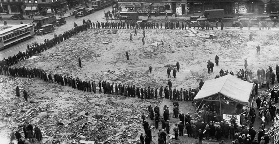 americas dark days the great depression America's great depression began with the dramatic crash of the stock market on black thursday, october 24, 1929 when 16 million shares of stock were quickly sold by panicking investors who had lost faith in the american economy.